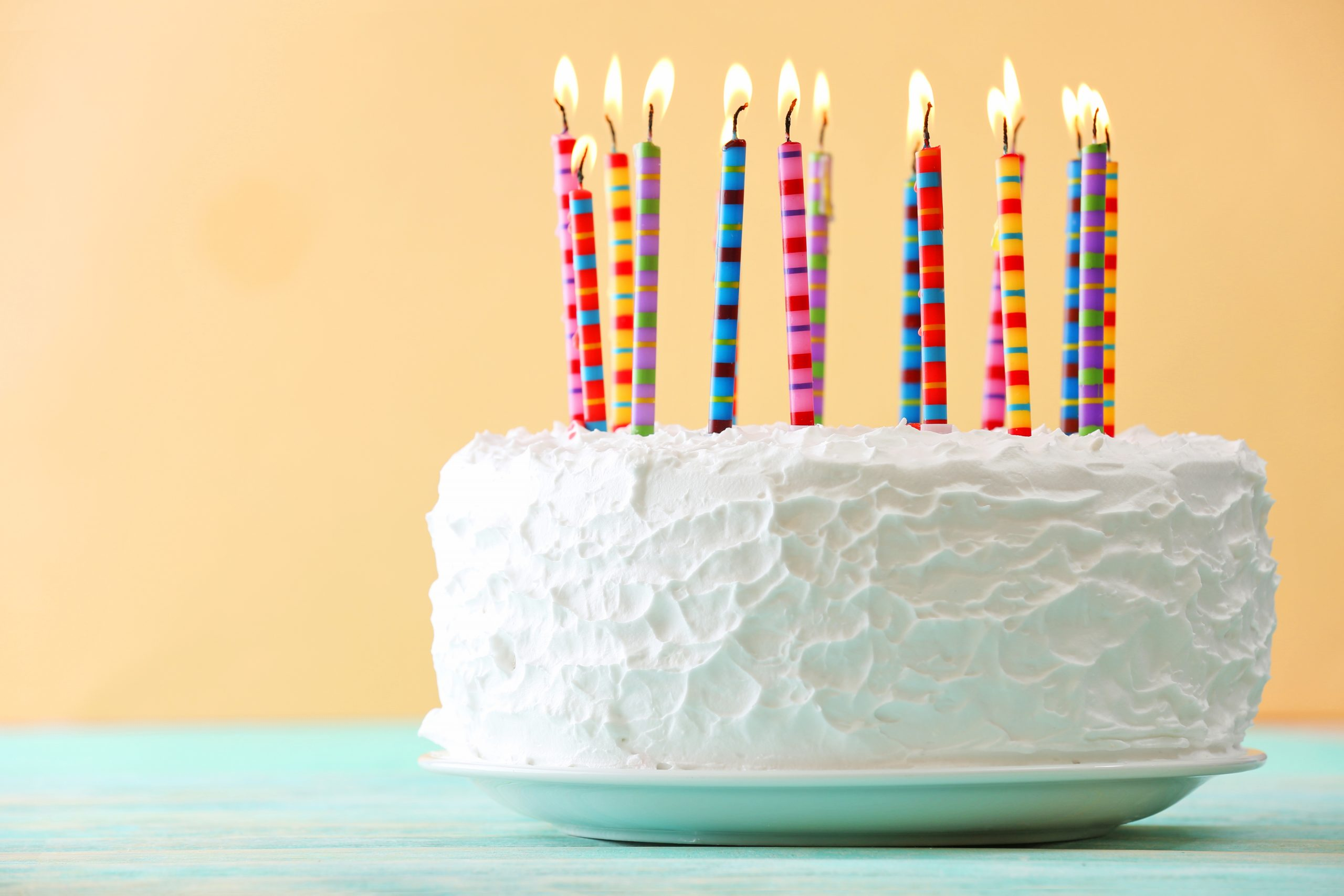 Birthday cake with candles on color background freebies